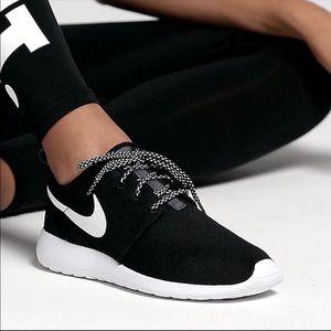 Brand New Nike Roshe one Black